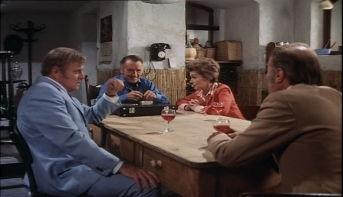John Mills, Brian Keith, Lilli Palmer, Barry Morse in The Zoo Gang