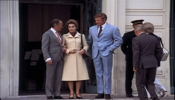 John Mills, Brian Keith abd Lilli Palmer in The Zoo Gang